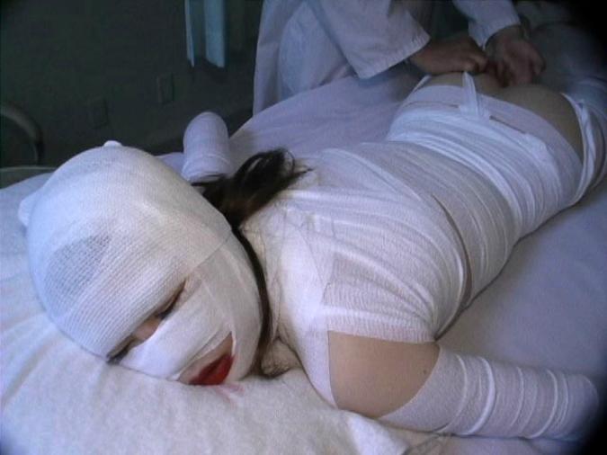 大怪我した女の子を犯す画像怖すぎワロタ。。。(画像あり)・9枚目