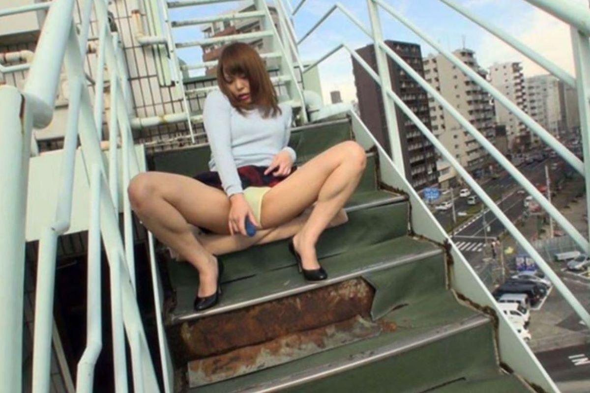 裸で割と本気で露出してる痴女wwwwwwwwwww(画像37枚)・11枚目
