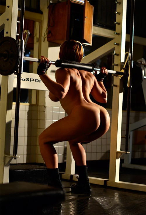 トレーニングする女子がエロ過ぎて集中できないんだが・・・(画像40枚)・19枚目