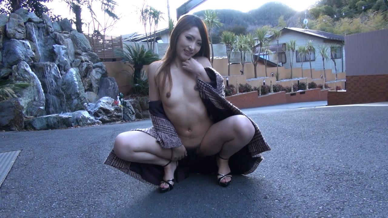 裸で割と本気で露出してる痴女wwwwwwwwwww(画像37枚)・2枚目