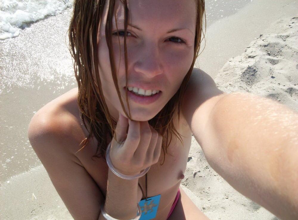 ヌーディストビーチでちっぱい女子の撮影に成功するwwwwwwww(画像あり)・6枚目