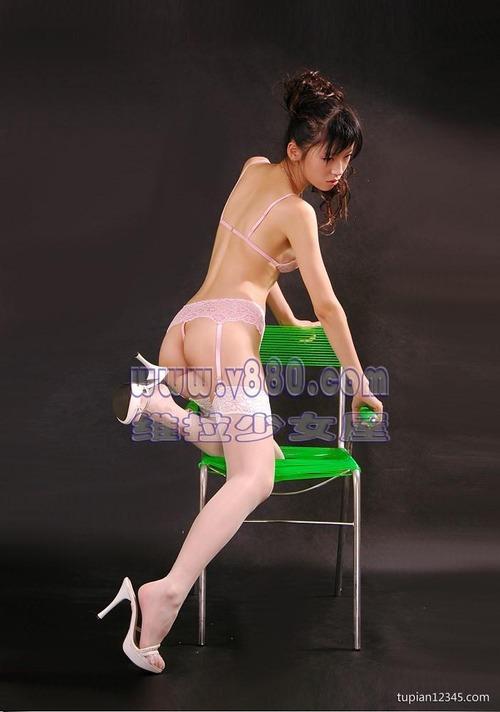 乳首ポロリしてもポーカーフェイスで決める中国の下着通販モデルたち(画像25枚)・1枚目
