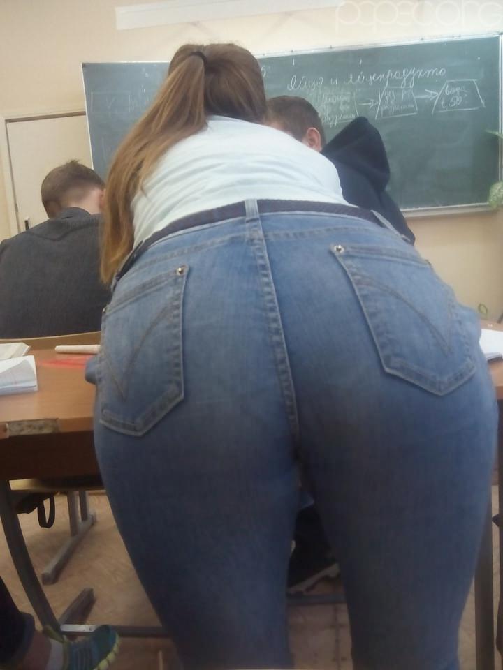 ロシアの女子校内で女の子たちがいかにエロいことしてるかよくわかる画像集(33枚)・18枚目