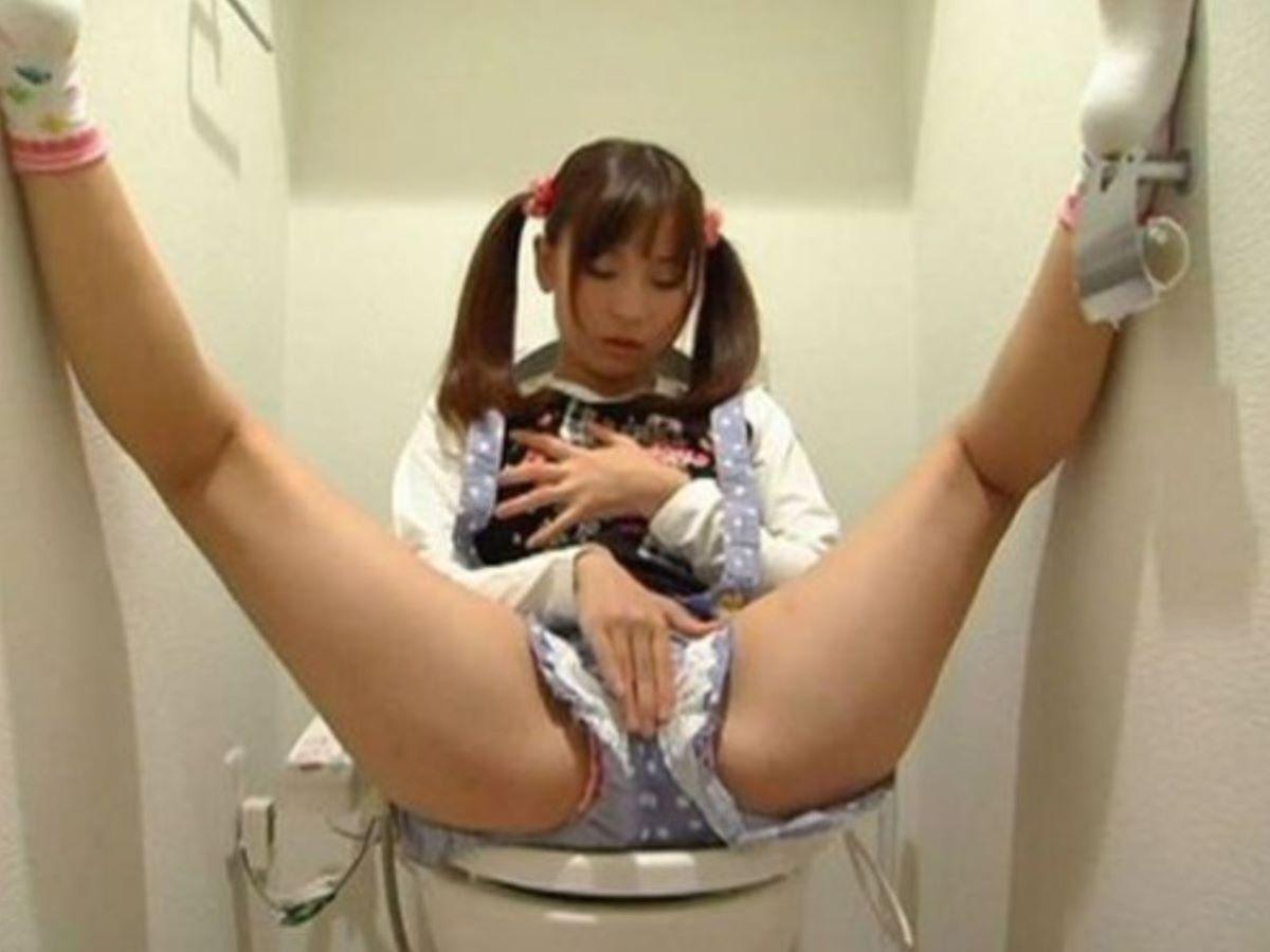 【盗撮】トイレで開放的なオナニーなさるwwwwwwwww(画像32枚)・22枚目