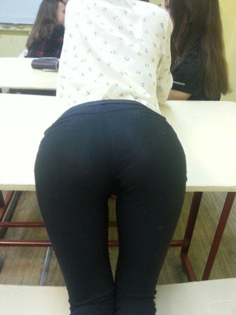 ロシアの女子校内で女の子たちがいかにエロいことしてるかよくわかる画像集(33枚)・24枚目