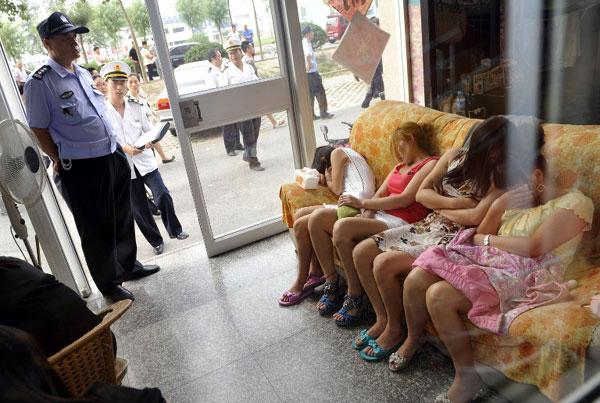 違法風俗店摘発、最中だった店内写真が公開されるwwww(画像あり)・27枚目