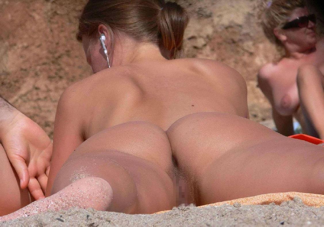 ヌーディストビーチでマンコを見せつける女の即ハボ女の画像まとめwwww(29枚)・29枚目