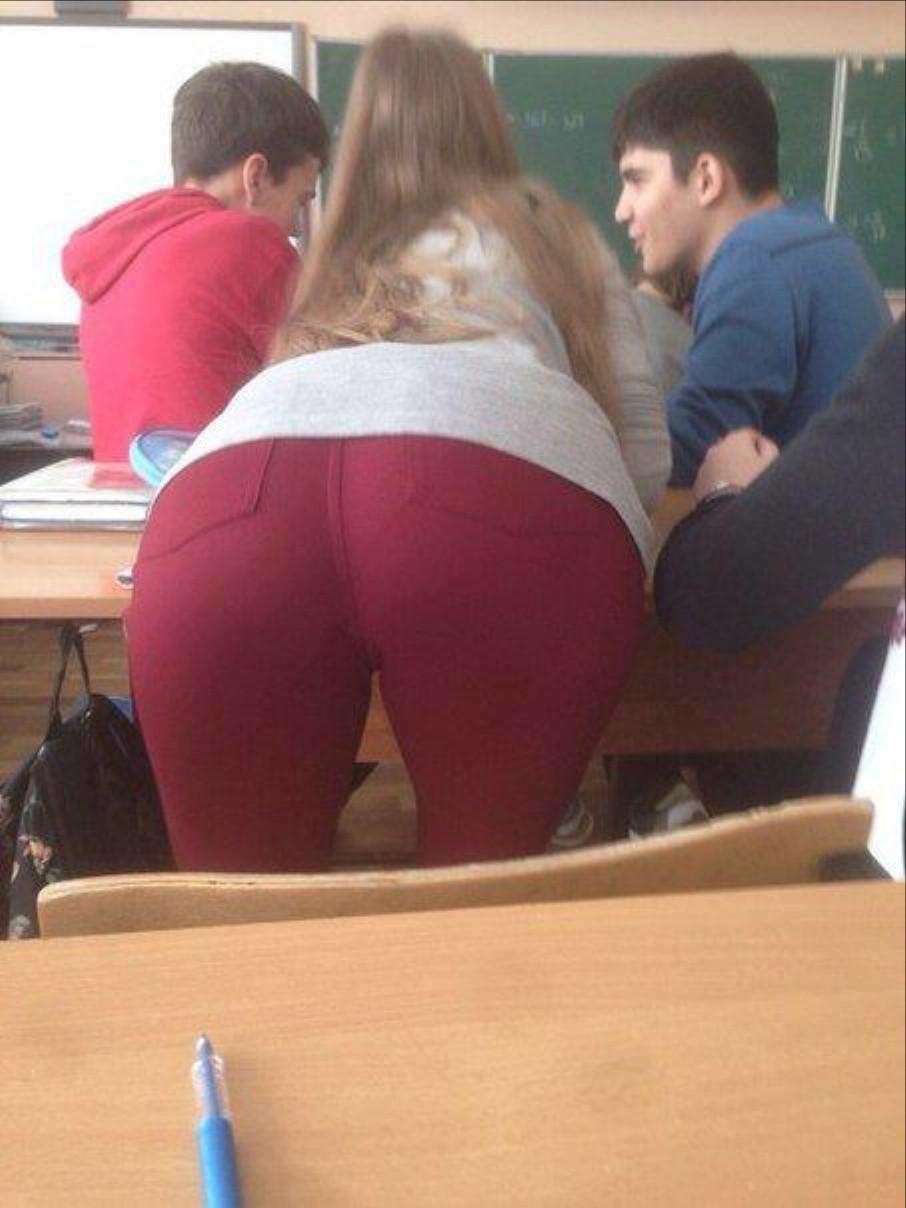 ロシアの女子校内で女の子たちがいかにエロいことしてるかよくわかる画像集(33枚)・3枚目