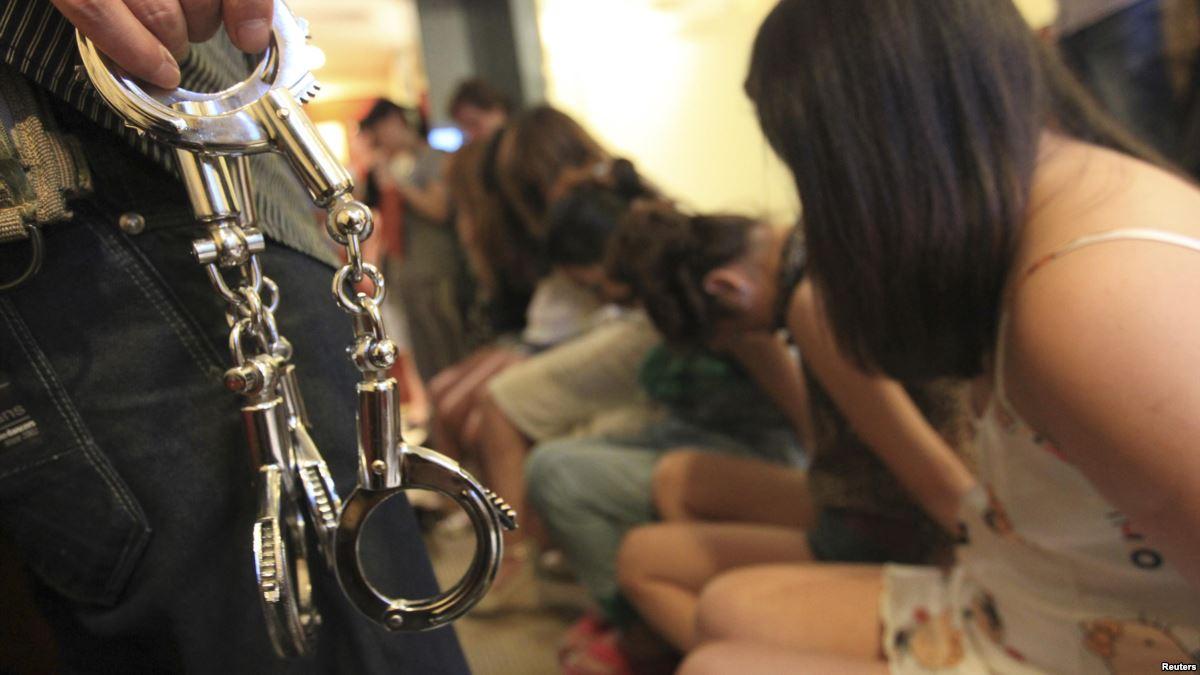 違法風俗店摘発、最中だった店内写真が公開されるwwww(画像あり)・31枚目