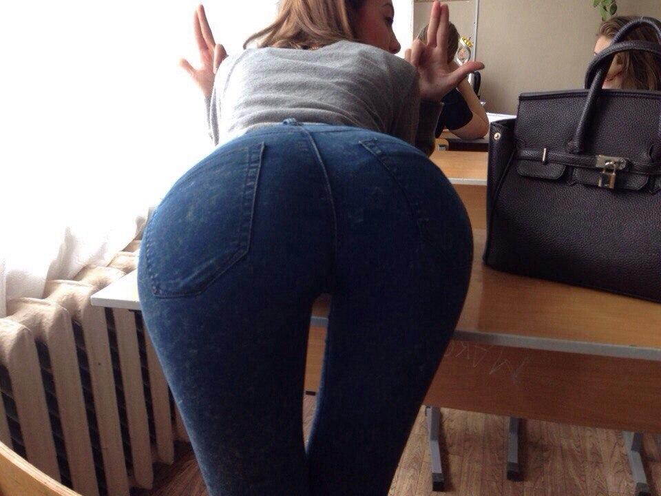 ロシアの女子校内で女の子たちがいかにエロいことしてるかよくわかる画像集(33枚)・4枚目