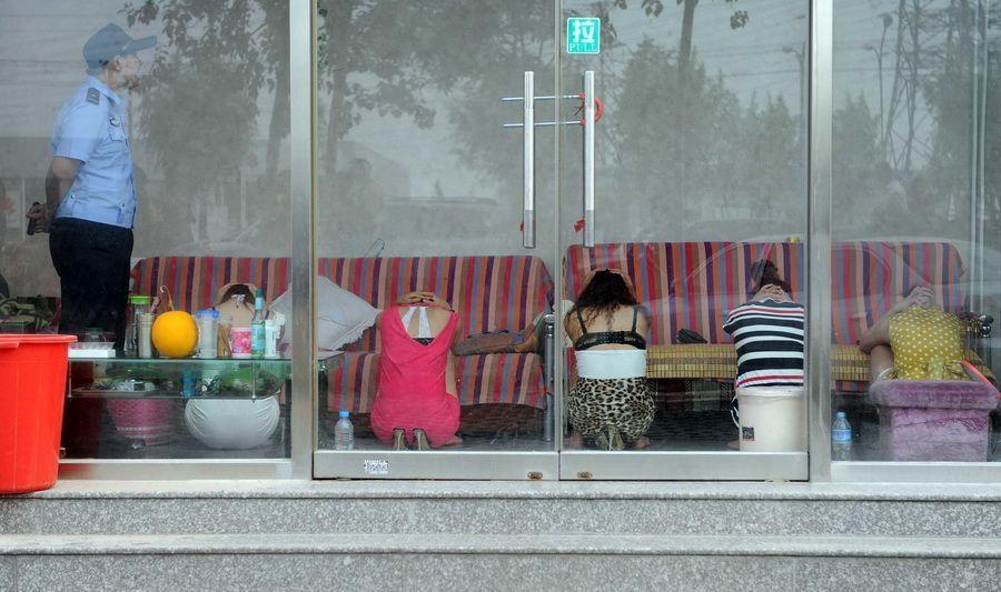 違法風俗店摘発、最中だった店内写真が公開されるwwww(画像あり)・8枚目
