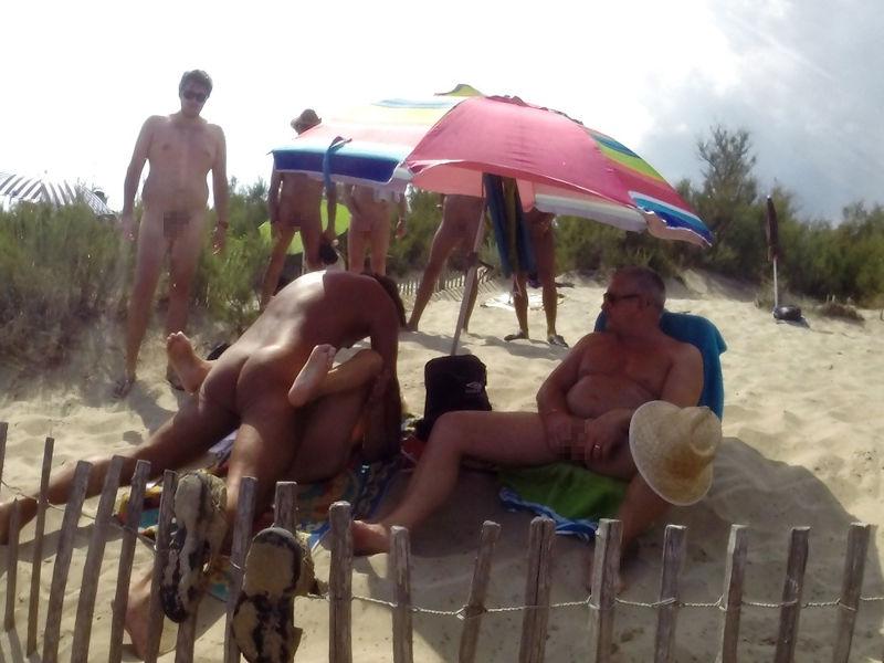 ヌーディストビーチで開かれるリア充たちの乱交パティーをご覧くださいwwww(画像37枚)・8枚目
