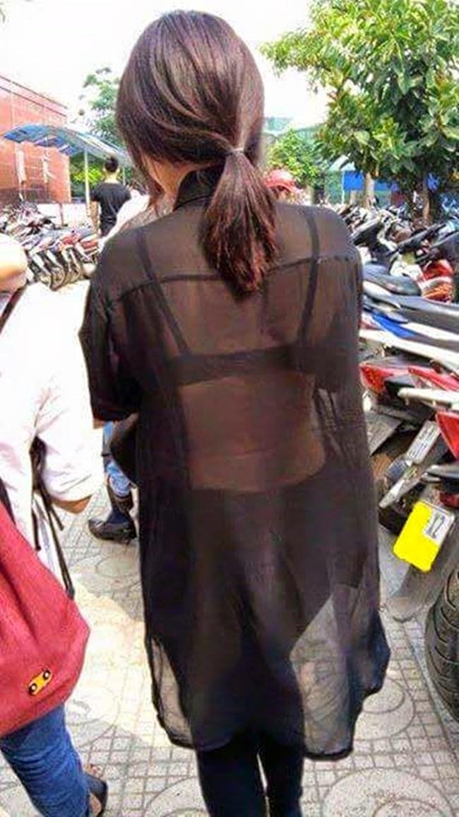 際どいファッションで街中を歩く半露出狂の韓国女性たち(画像25枚)・1枚目