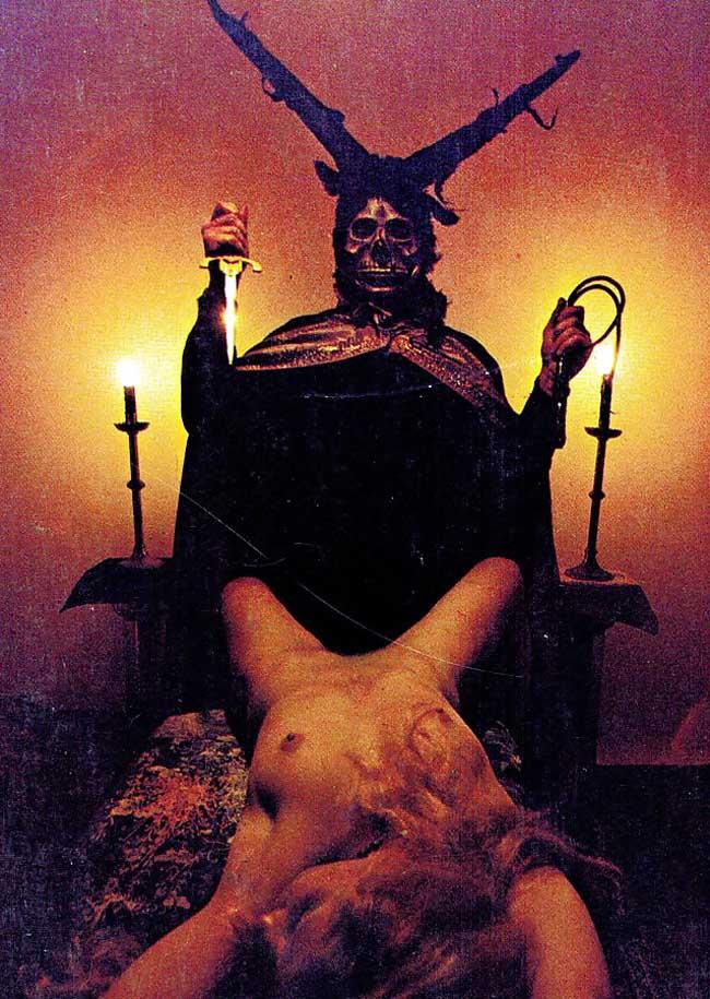 「人身御供」とかいう儀式画像、ガチ杉て怖い。(画像あり)・10枚目