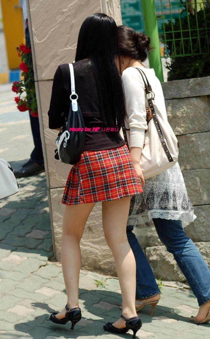 際どいファッションで街中を歩く半露出狂の韓国女性たち(画像25枚)・16枚目