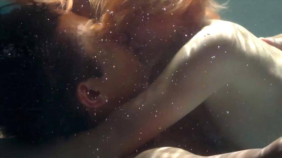 二階堂ふみ(26)濡れ場で乳首出しで感じまくるエロ画像まとめ。(GIFあり)・2枚目