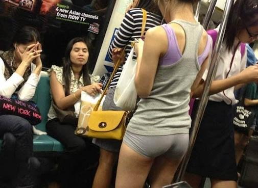 際どいファッションで街中を歩く半露出狂の韓国女性たち(画像25枚)・2枚目