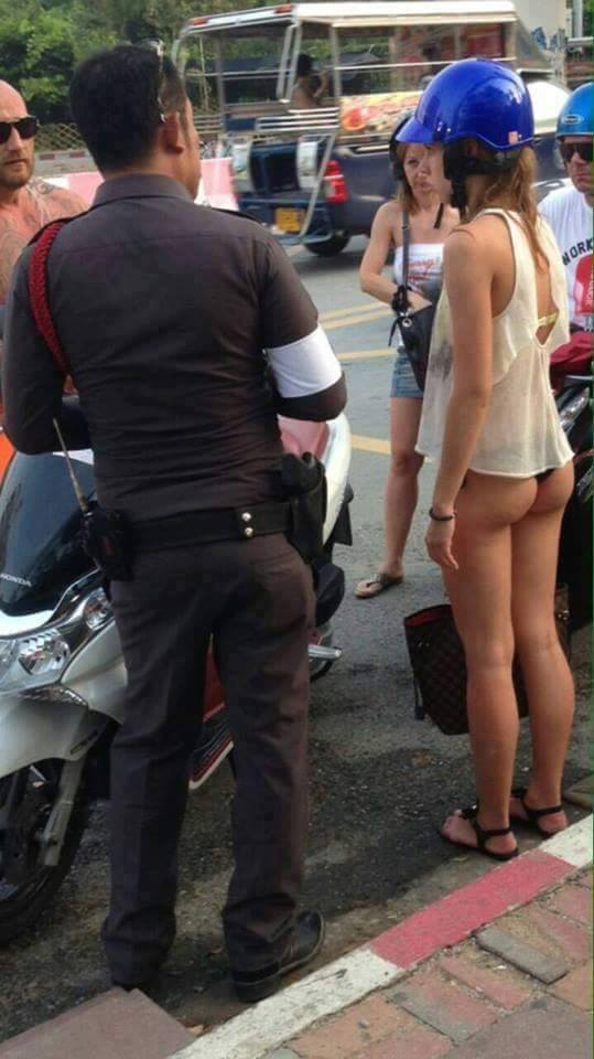 際どいファッションで街中を歩く半露出狂の韓国女性たち(画像25枚)・5枚目