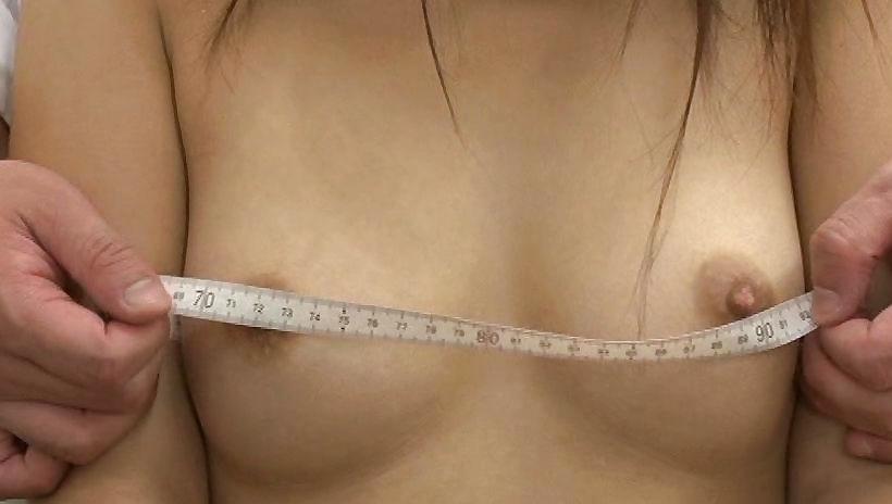 バストサイズ測定中の保健室覗いたったwwwwwwwwwww(画像あり)・9枚目